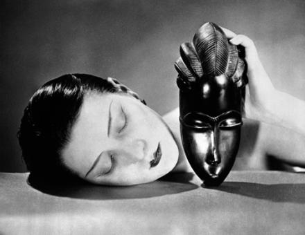 Man Ray-donna-con-maschera