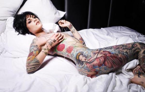 donna-tatuata