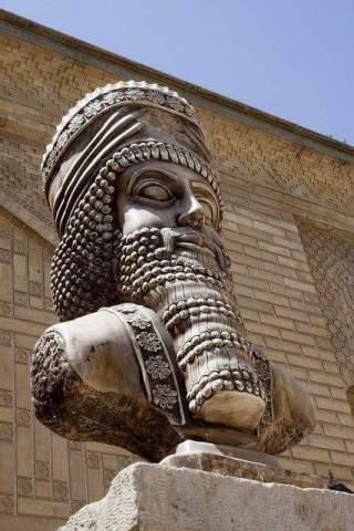 Ciro-statua