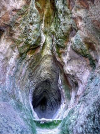 grotta-utero