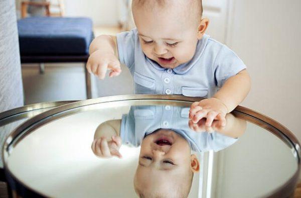 bambino-specchio