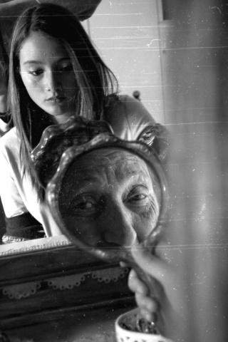 foto-giovane-vecchia-specchio