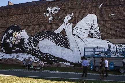 murale-ragazza-fiori