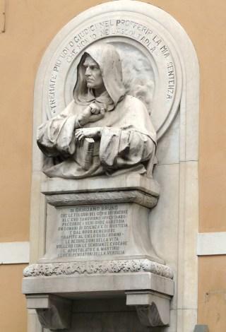 Pietrasanta-monumento-Giordano-Bruno
