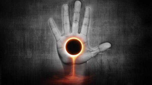 sole-nero-nella-mano