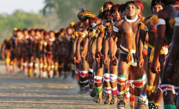 indios-Brasile-danza